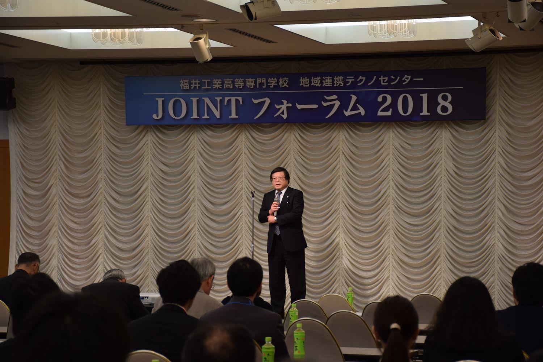 開会の挨拶をする松田校長